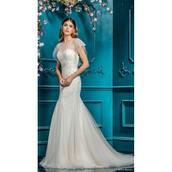 dress,wedding dress,bridesmaid,dreamy ball gown strapless,sweet,long sleeves