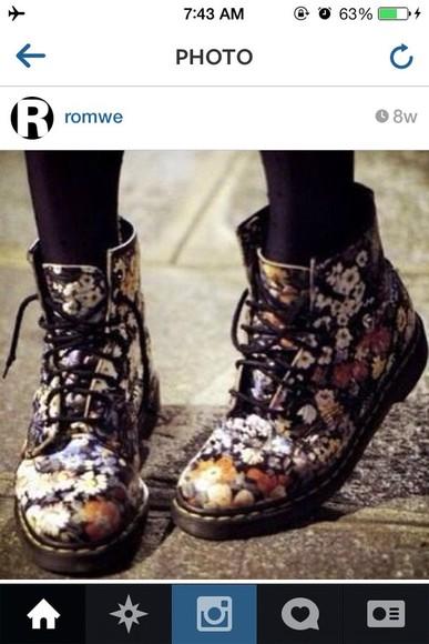 DrMartens fleurs colors lacets shoes boots floral dr.martens cute DrMartens love more