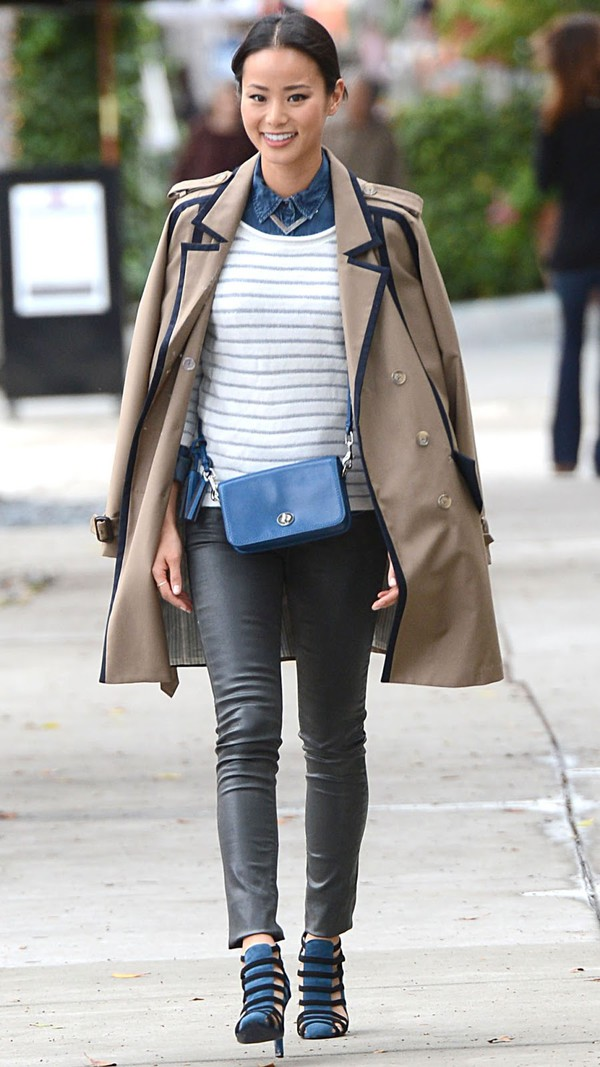 shoes look style coat jeans black leather bag jamie chung t-shirt leggings
