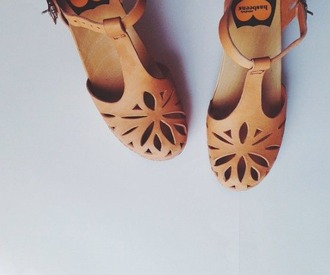 shoes sandals cute flats summer fashion cut-out light brown chic retro love nude tan boho leather flowers