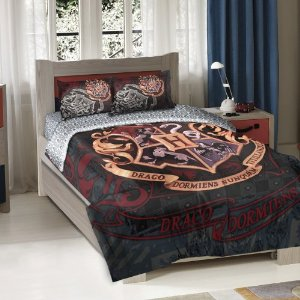 Amazon.com - Warner Brothers Harry Potter School Motto Twin/Full Comforter with 2 Pillow Shams by The Northwest Company - Harry Potter Bedding