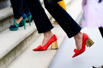 shoes fashion week street style fashion week 2016 fashion week paris fashion week 2016 mid heel pumps red heels red shoes pointed toe pumps bow shoes streetwear