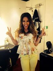 t-shirt,yellow t-shirt,flowers,jeans,yellow jeans