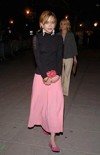 olsen sisters blogger maxi skirt black sweater pink skirt red lime sunday