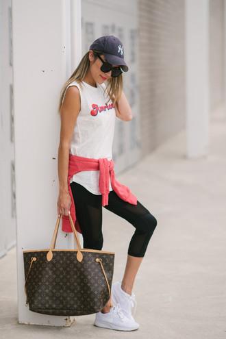 top leggings black leggings hat tumblr white top sleeveless sleeveless top workout leggings sneakers white sneakers bag cap baseball cap shoes sunglasses