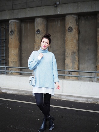 samieze blogger sweater shirt leggings shoes bag turtleneck sweater oversized sweater blue sweater blue bag boots winter outfits