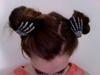 hair accessory skull skulls bones hair pale brunette atropina bones jewelry hairstyles pale grunge halloween