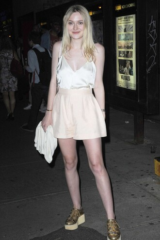 shorts top summer outfits dakota fanning sneakers shoes