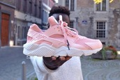 shoes,pink sneakers,low top sneakers,nike,rose,huarache,nike air huaraches,pink,hurarches,nike sneakers,sneakers,pastel pink,hurraches,huarache rosa,baby pink,dope,light pink nike huarches,nike huarache pink,yeezy,pastel sneakes,nike shoes,nike running shoes,love,nike hurache,fashion,nike hurraches,light pink,ginaab