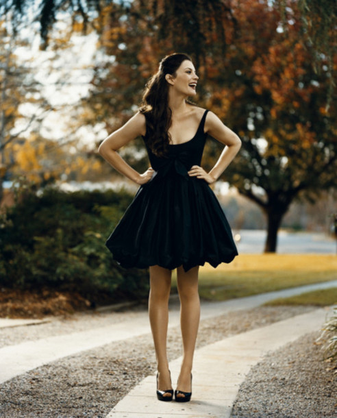 dress liv tyler black dress fall outfits little black dress cute summer formal dress short party dresses black vintage pretty short cocktail velvet look matte black dress cocktail dress robe noir patineuse black  dress fit-and-flare straps fit and flare fit and flare dress formal short dress poofy poffy dress poffy skirt scoop neck scoop homecoming dress
