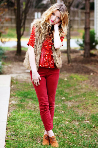 jeans red jeans red  top top boots brown boots vest faux fur vest fall outfits