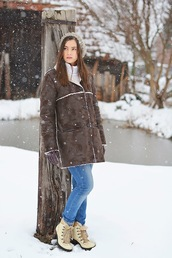 perla oreneta,blogger,gloves,winter boots,winter coat,winter outfits,shirt,jeans,coat,top,shoes,hat,scarf