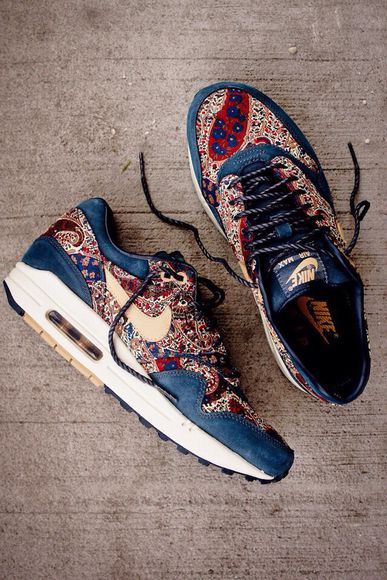 shoes basket nike running shoes style red yellow flowers blue nike sneakers nike air flower pattern girls sneakers navy nikes nike air max vintage air max nikeairmax bohomian bohomiam style hipster trainers floral air max, nike, flowers boho