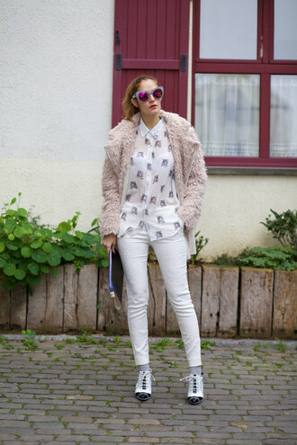 from brussels with love blogger fuzzy coat pink jacket white jeans coat beige fluffy coat
