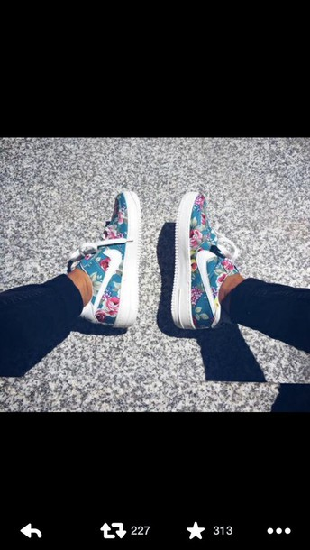 shoes roses flowers nike air nike shoes floral shoes floral nikes sports shoes blue shoes nike running shoes nike nike air force 1 nike air force floral nike floral sneakers sneakers nike sneakers low top sneakers