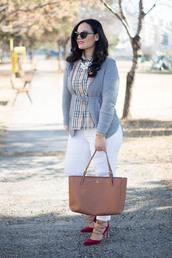 thedailylace,blogger,sweater,sunglasses,shoes,shirt,bag,cardigan,tote bag,white pants,pumps,high heel pumps,plus size jeans,curvy,plus size