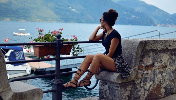 satisfashion blogger t-shirt skirt shoes