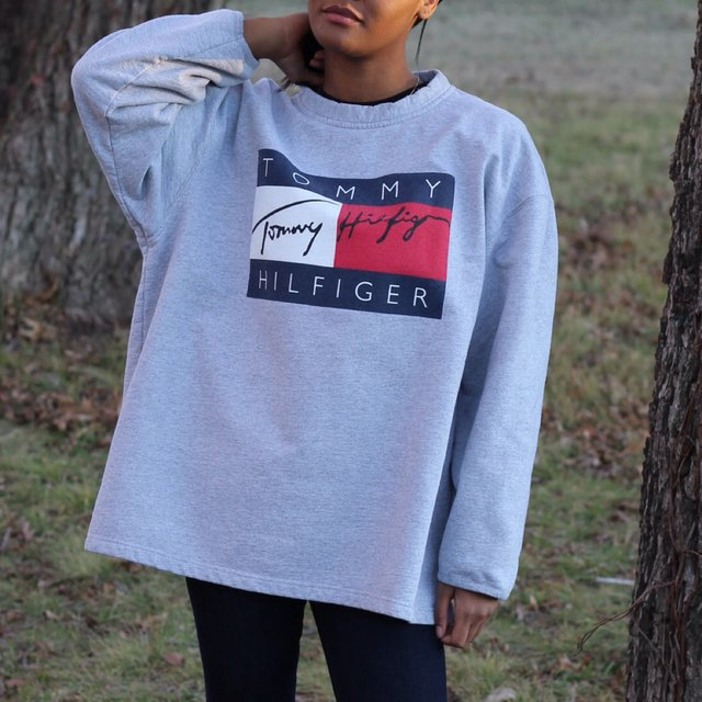 Vintage Tommy Hilfiger sweater size XL fits like a L!!
