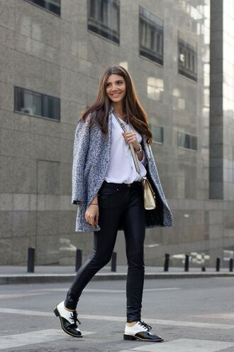 shoes grey coat white shirt black skinny jeans gold purse blogger black and white oxford shoes
