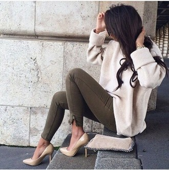 jeans olive jeans khaki jeans sweater beige sweater fall outfits cozy warm nude cashmere heels