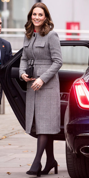 coat kate middleton fall outfits streetstyle pumps