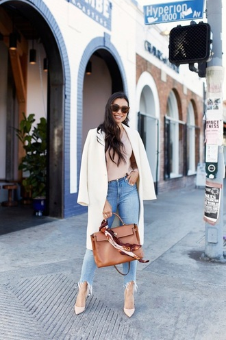 jeans coat white coat pumps shoes bag top blue jeans frayed denim spring outfits