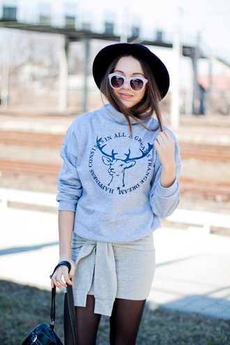 kolorowa dusza blogger sweater hat sunglasses deer grey sweater grey skirt bodycon skirt black hat