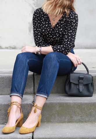 blouse french girl top wrap top printed top denim jeans blue jeans pumps mid heel pumps suede bag black bag