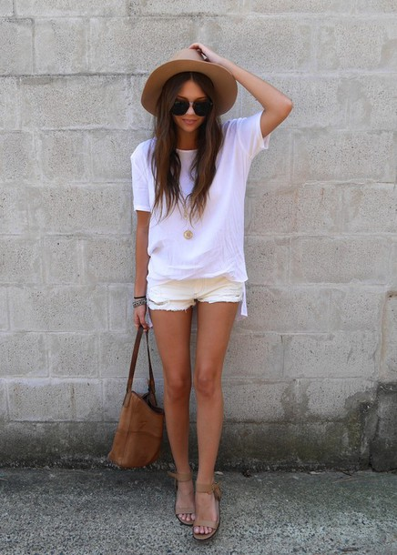 spin dizzy fall blogger hat ripped shorts sandals summer outfits white t-shirt