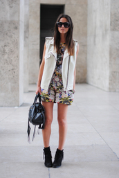 shoes,floral dress,white leather vest,blak bag,blogger,sunglasses,black ankle boots