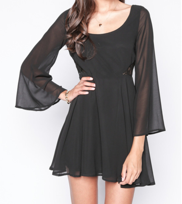 dark bell sleeves sinched waist