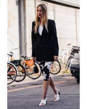 jacket,mules,cropped pants,leggings,black blazer,white shirt,ring,bag
