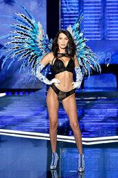 underwear,bra,bralette,lingerie,lingerie set,lace lingerie,sexy lingerie,ankle boots,bella hadid,runway,model,victoria's secret,victoria's secret model