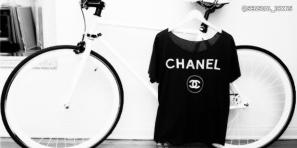 logo t-shirt chanel