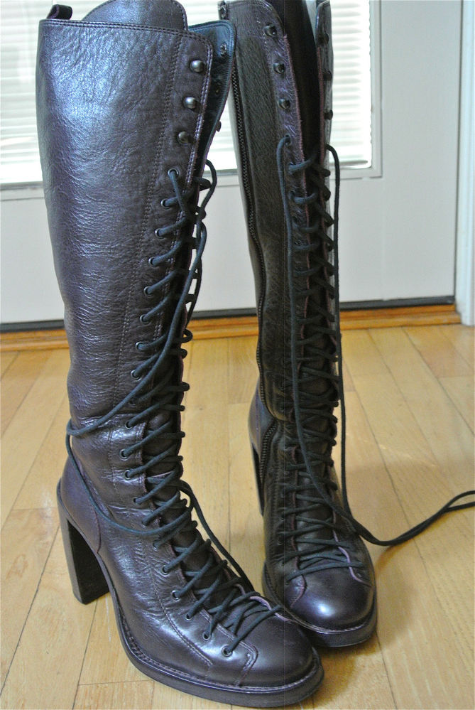 $1930 Ann Demeulemeester Talon heel lace up tall Boot in prune 38/8