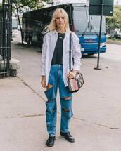 jeans,boyfriend jeans,cut offs,black boots,shoulder bag,shirt,black t-shirt