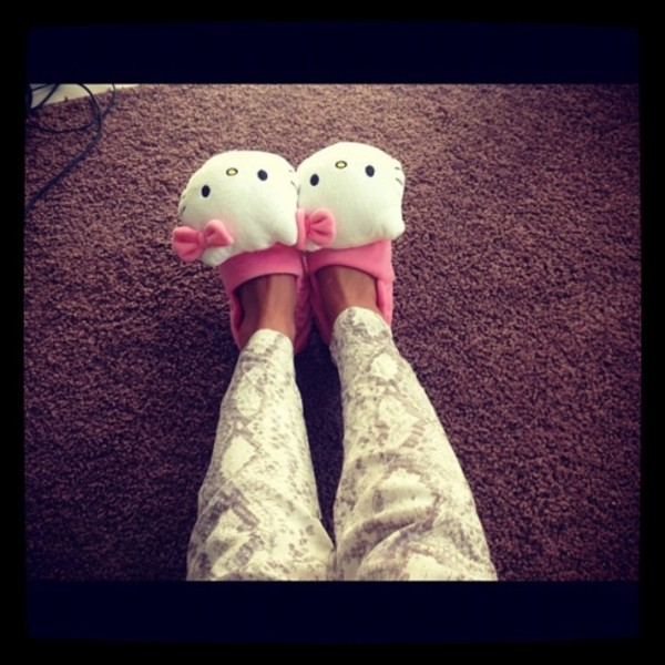 pants hello kitty shoes