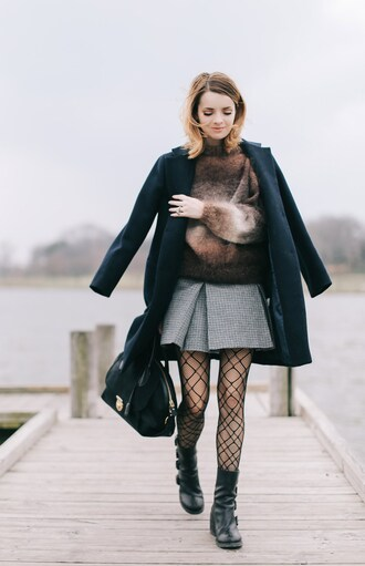 sweater tumblr brown cozy sweater tights net tights fishnet tights skirt mini skirt grey skirt boots black boots flat boots bag black bag coat black coat