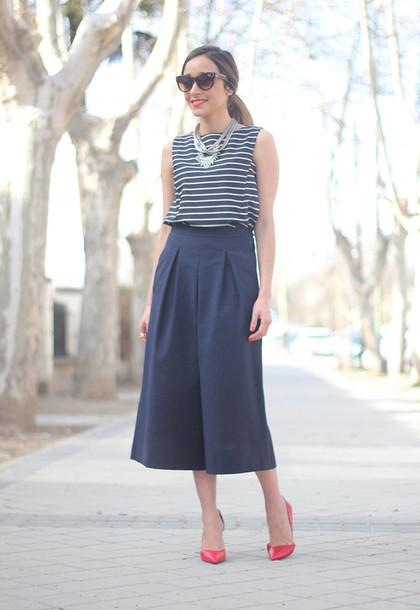 besugarandspice blogger striped top culottes red heels pants top t-shirt jewels jacket sunglasses