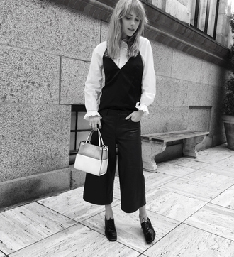 look de pernille blogger cropped pants white blouse celine