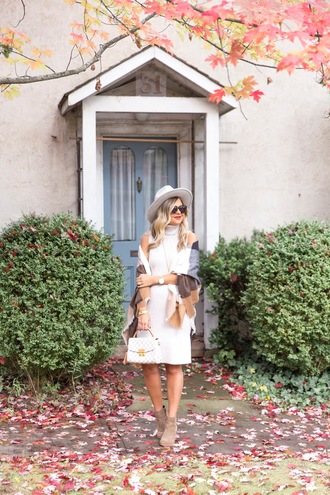 suburban faux-pas blogger hat dress scarf jewels shoes sunglasses bag