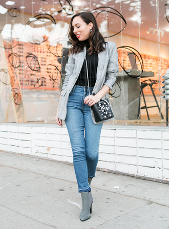 sydne summer's fashion reviews & style tips blogger jacket sweater jeans gloves bag jewels shoes make-up
