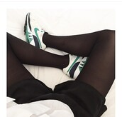 shoes,sneakers,sneakers addict,green,white,black,nike,style,shoes addict,noir,chaussures,baskets,nike shoes,nike running shoes,cardigan