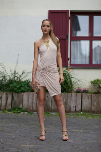 from brussels with love blogger nude dress draped gold necklace