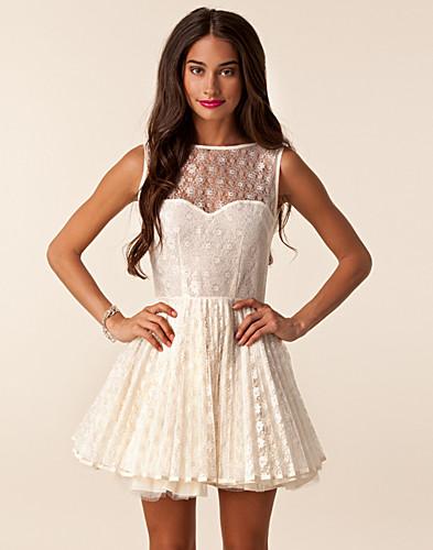 the best attitude 76d19 6f75b Vicky Dress - Jones & Jones - Creme - Festklänningar - Kläder - NELLY.COM  Mode online på nätet