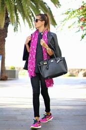 marilyn's closet blog,blogger,scarf,jewels,jacket,sunglasses,print,leather jacket,nike running shoes,leather bag,pink