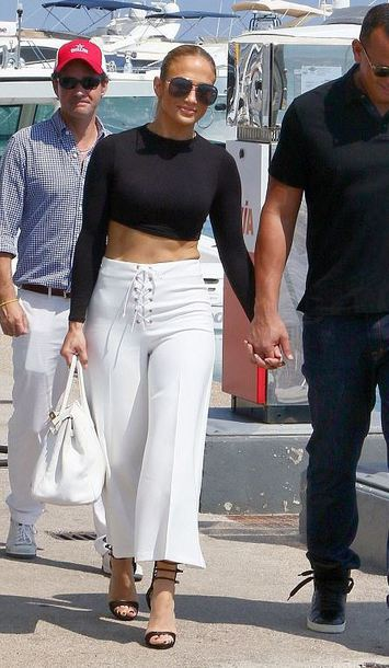 b1b876f95960 Jennifer Lopez wearing pants from Topshop sold on for 42£ at Topshop ...