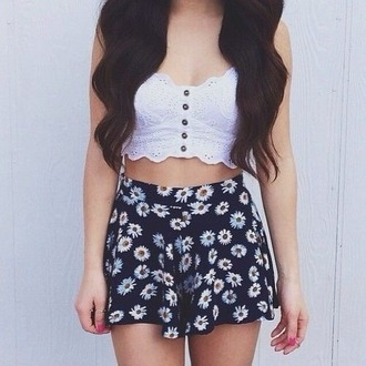 shorts floral shirt skirt flowers crop top pink tank top black white yellow daisys daisy flowered shorts flower flowy pants cute flowy loose relaxed daisies blue blue shorts high waisted short high waisted shorts white daisy black floral skirt
