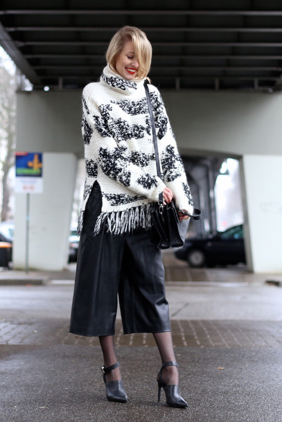 ohh couture blogger oversized turtleneck sweater culottes leather pants black heels winter sweater black culottes leather culottes pants black pants sweater printed sweater oversized sweater fringe sweater black bag shoulder bag high heels black high heels