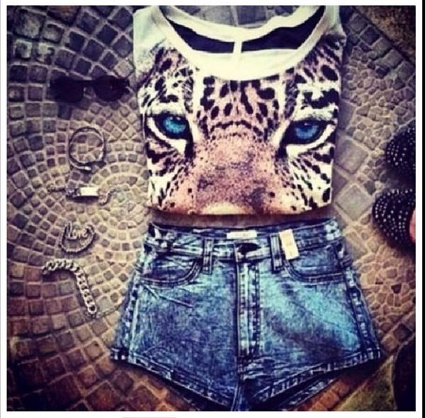 t-shirt lion shorts sunglasses